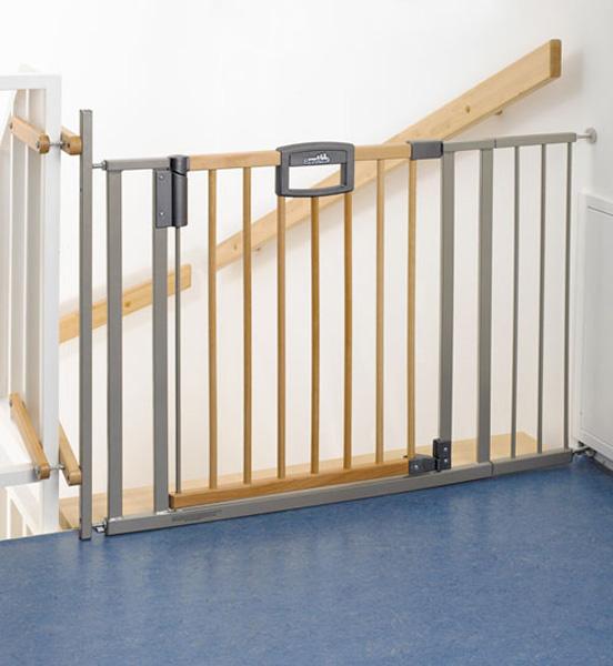 Ворота безопасности на лестницу от детей своими руками